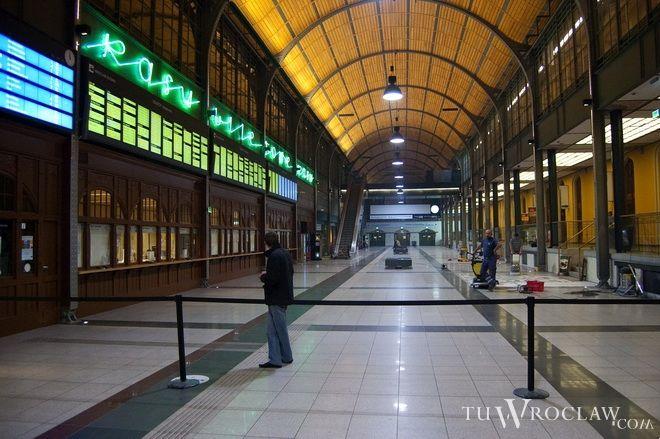 Główny hol dworca aż do niedzieli znów będzie dostępny nocą