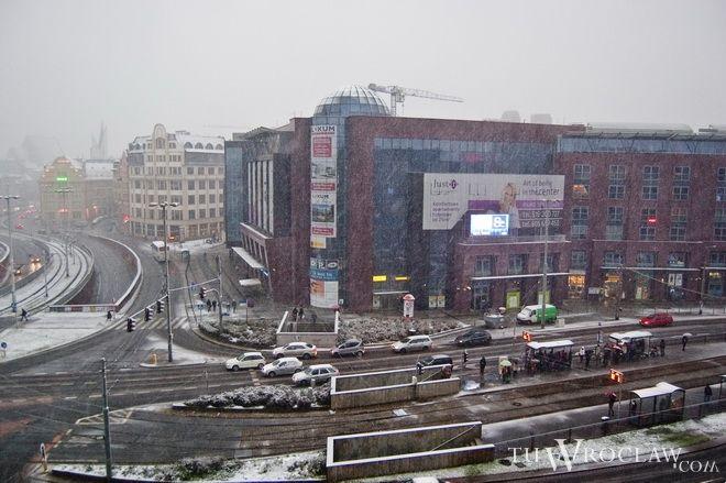 We Wrocławiu śnieg mocno jeszcze nie pada, ale nocą temperatura spada poniżej zera