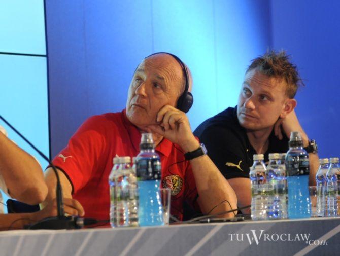 Trener Śląska Orest Lenczyk i kapitan Sebastian Mila wypatrują sobotniego rywala w turnieju Polish Masters.