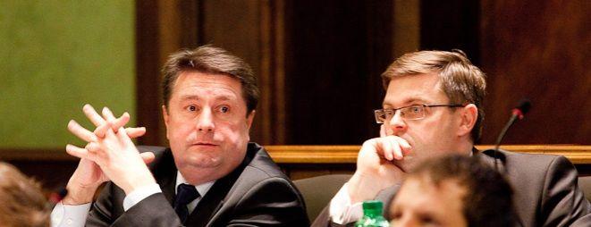 Radny klubu Rafała Dutkiewicza Jerzy Michalak (z prawej) miał nadzieję, że frekwencja przekroczy 5 procent