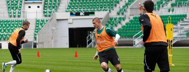 Piłkarze Śląska w najbliższym czasie będą musieli grać i trenować na starym obiekcie przy Oporowskiej
