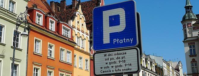 W samym centrum miasta kierowcy muszą liczyć się z ograniczeniem parkowania