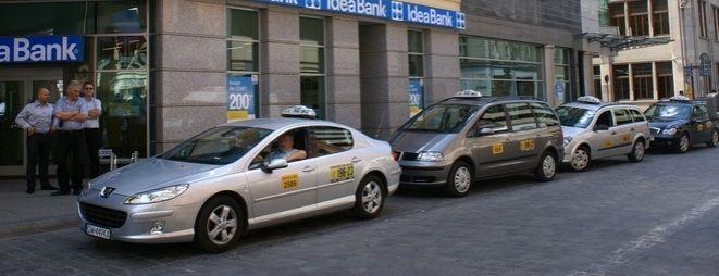 Kierowcy taxi mogą teraz współpracować z policją