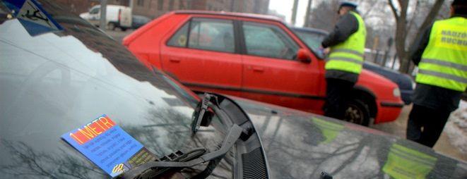 Źle zaparkowałeś auto? Teraz drożej zapłacisz za jego odholowanie, archiwum