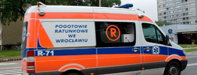 Lekarze z pogotowia ratunkowego musieli jeszcze na miejscu udzielać pomocy rannej kobiecie