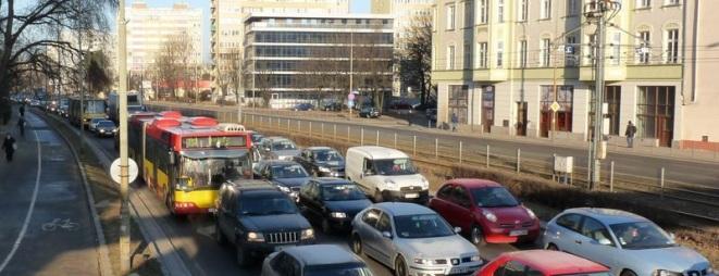 Nowe przejście dla pieszych ma pojawić się na ulicy Legnickiej, na wysokości ul. Młodych Techników