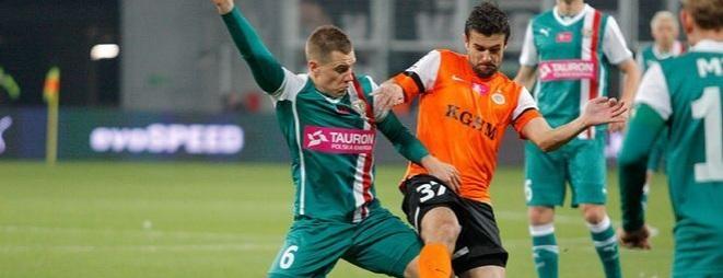 Tomasz Hołota (z lewej) wyleczył już kontuzję stopy i wrócił do treningów z drużyną.