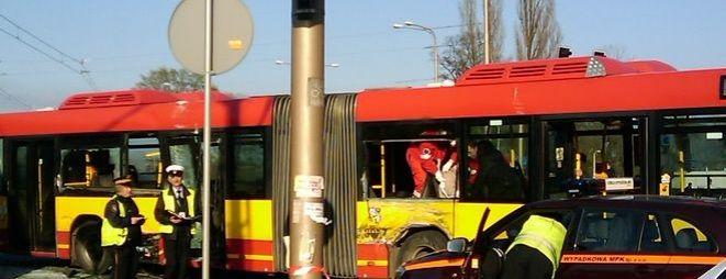 W wyniku wypadku dwie ranne osoby trafiły do szpitala przy ulicy Traugutta