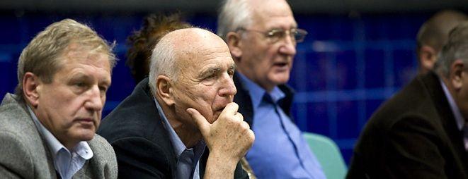 Czy trener Orest Lenczyk (na zdjęciu drugi od lewej) zostanie w Śląsku Wrocław?