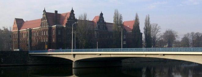 Mężczyznę zatrzymano na moście Pokoju