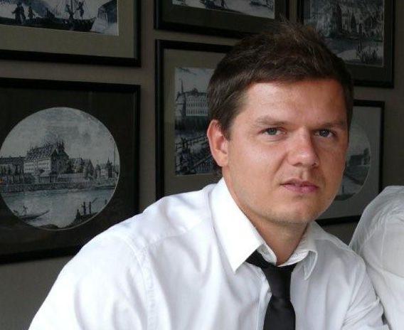 ./pliki/wywiady_pictogram/szykolski/jacek_soczewki.jpg,